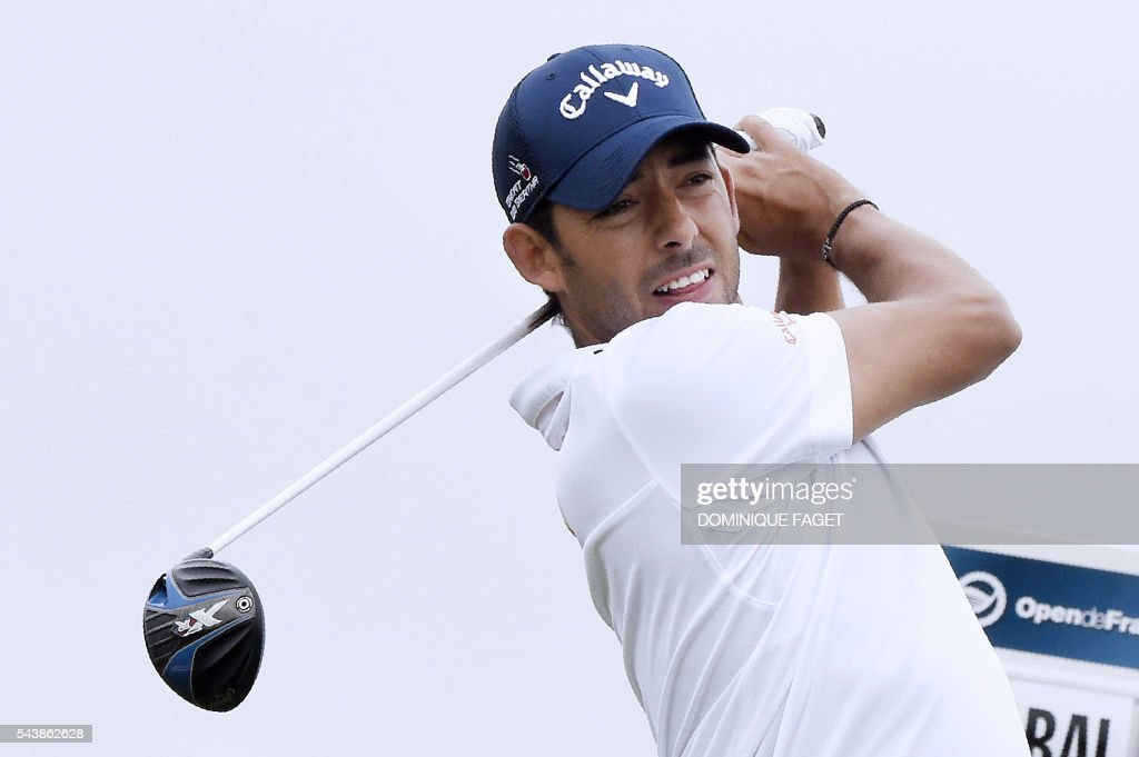 Spain's Pablo Larrazabal plays off the 9th tee during the first round of the 100th French Golf Open on July 30, 2016 at Le Golf National in Guyancourt, near Paris. / AFP / DOMINIQUE
