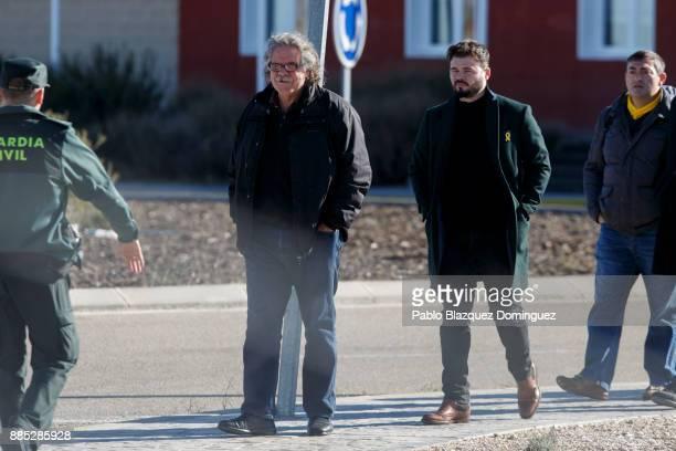 Spain's parliament members for Esquerra Republicana de Catalunya Joan Tarda and Gabriel Rufian walk outside Estremera prison on December 4 2017 near...