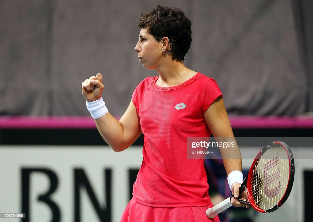 Spain's player Carla Suarez Navarro reacts after returning the ball to Serbia's player Jelena Jankovic during the tennis match of the first round of the International Tennis Federation Cup between Serbia and Spain on February 6, 2016 in Kraljevo. / AFP / STRINGER