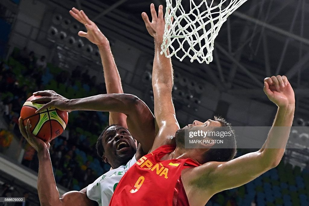 TOPSHOT Spain's power forward Felipe Reyes and Nigeria's power forward Ike Diogu go for a rebound during a Men's round Group B basketball match...
