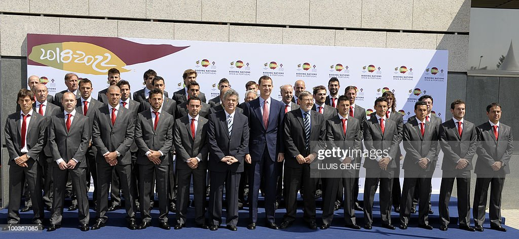 Spain's Prince Felipe (C) poses with the Spanish football team on May 24, 2010, at the Sports City of Las Rozas, near Madrid. Spain, among the favourites for the World Cup, which runs from June 11-July 11, face Switzerland, Honduras and Chile in Group H of the opening round.
