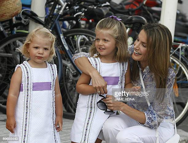 Spain's Princes Letizia smiles with her daughters Leonor and Sofia when they arrive at Club Nautico de Palma on August 7 2009 The Royal Family spend...