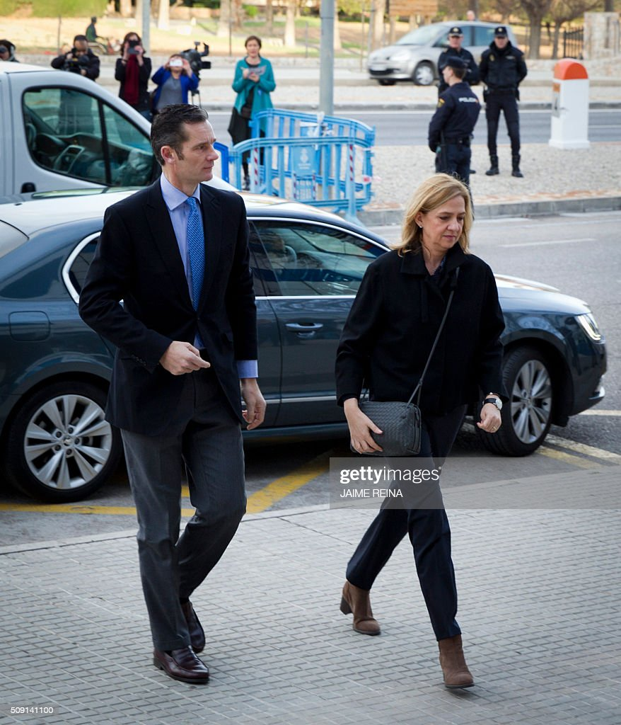 Spain's Princess Cristina (R) and her husband, former Olympic handball player Inaki Urdangarin arrive for a hearing held in the courtroom in the Balearic School of Public Administration (EBAP) building in Palma de Mallorca, on the Spanish Balearic Island of Mallorca on February 9, 2016. The trial for corruption in a high stakes case of Spain's Princess Cristina, the sister of King Felipe VI, and her husband, former Olympic handball player Inaki Urdangarin, started again today in Palma. AFP PHOTO/ JAIME REINA / AFP / JAIME REINA