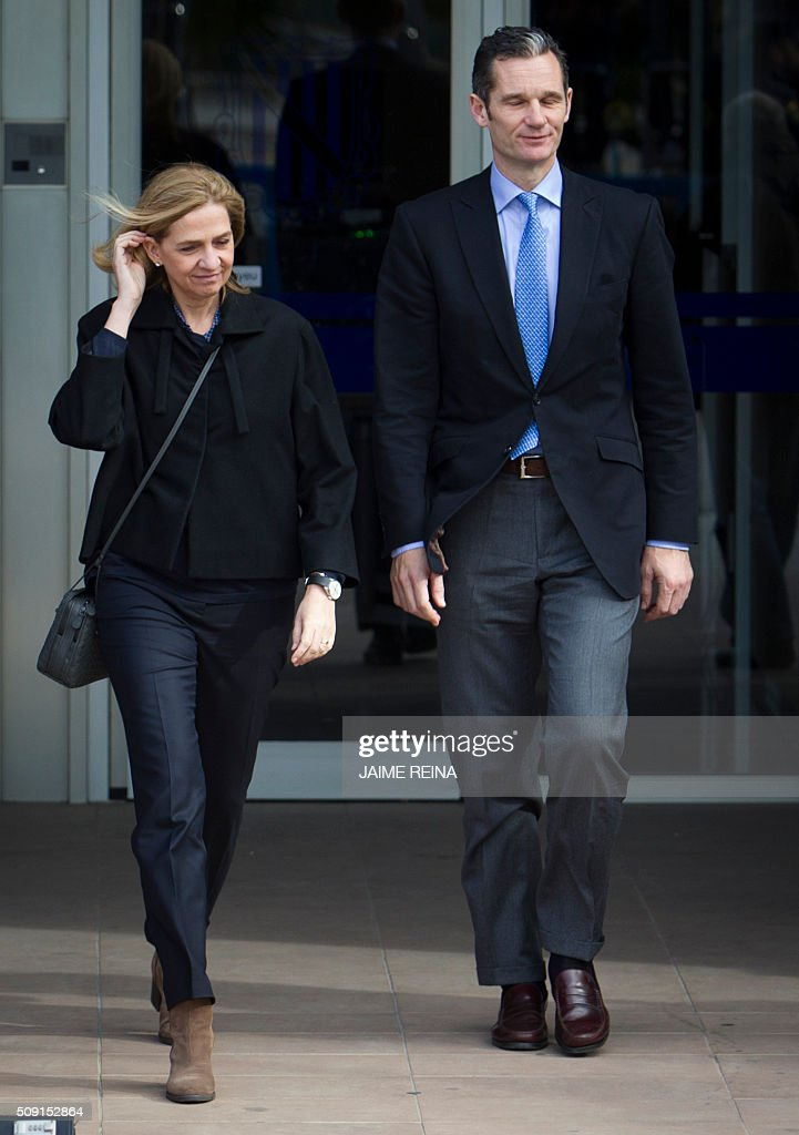 Spain's Princess Cristina (L) and her husband, former Olympic handball player Inaki Urdangarin (R) leave after a hearing at the courtroom in the Balearic School of Public Administration (EBAP) building in Palma de Mallorca, on the Spanish Balearic Island of Mallorca on February 9, 2016. The trial for corruption in a high stakes case of Spain's Princess Cristina, the sister of King Felipe VI, and her husband, former Olympic handball player Inaki Urdangarin, started again today in Palma. / AFP / JAIME REINA