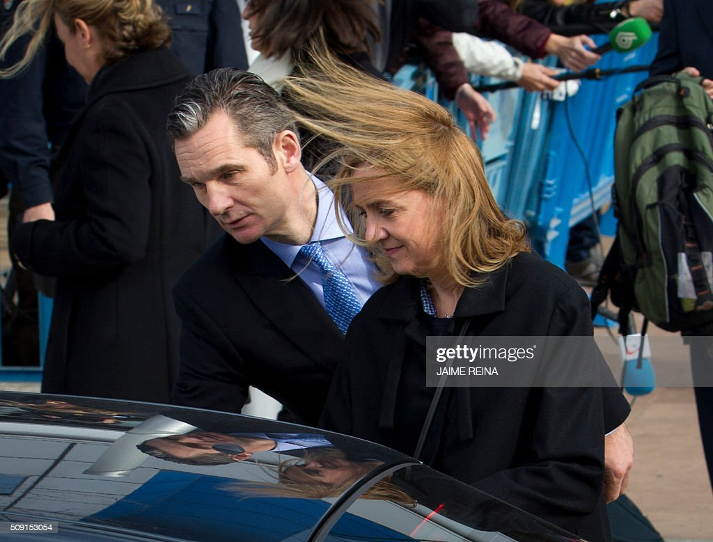 Spain's Princess Cristina (R) and her husband, former Olympic handball player Inaki Urdangarin leave after a hearing at the courtroom in the Balearic School of Public Administration (EBAP) building in Palma de Mallorca, on the Spanish Balearic Island of Mallorca on February 9, 2016. The trial for corruption in a high stakes case of Spain's Princess Cristina, the sister of King Felipe VI, and her husband, former Olympic handball player Inaki Urdangarin, started again today in Palma. / AFP / JAIME REINA