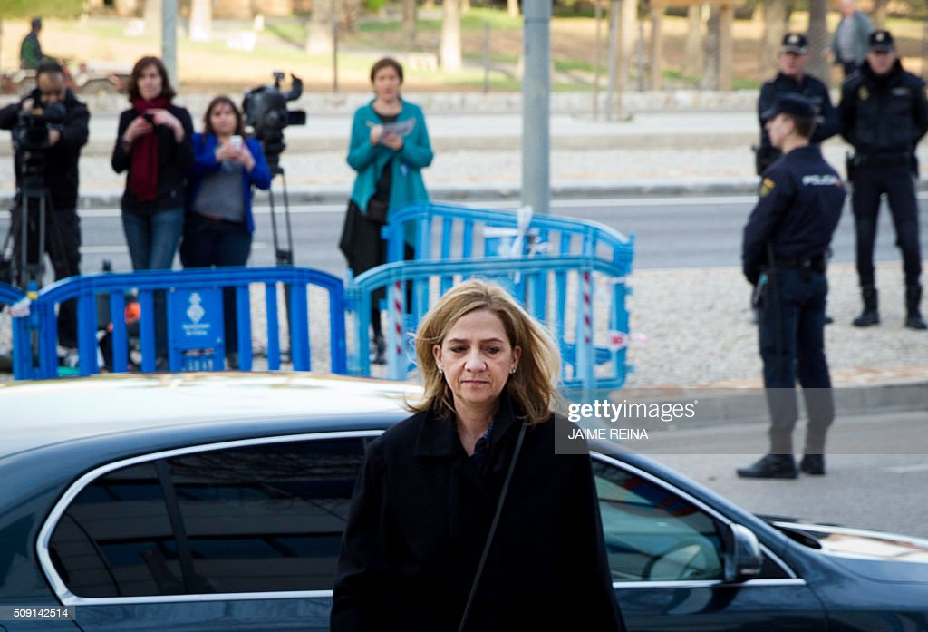 Spain's Princess Cristina arrives for a hearing in the courtroom at the Balearic School of Public Administration (EBAP) building in Palma de Mallorca, on the Spanish Balearic Island of Mallorca on February 9, 2016. The trial for corruption in a high stakes case of Spain's Princess Cristina, the sister of King Felipe VI, and her husband, former Olympic handball player Inaki Urdangarin, started again today in Palma. / AFP / JAIME REINA