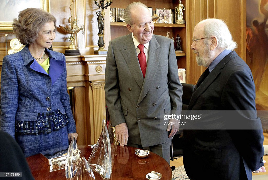 Spain's Queen Sofia (L) and Spain's King Juan Carlos (C) meet with the winner of the 2013 Literature Premio Cervantes award Jose Manuel Caballero Bonald (R) in Madrid on April 22, 2013. King Juan Carlos resumed his official activities today for the first time since he underwent a surgery on March 3 to fix slipped discs and a lumbar spinal stenosis, a condition in which the spinal canal narrows, causing back pain. AFP PHOTO / POOL / ANGEL DIAZ