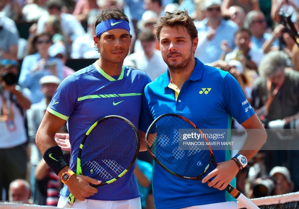 Spain's Rafael Nadal (L) poses with Switzerland's Stanislas Wawrinka before the men's final tennis match at the Roland Garros 2017 French Open on June 11, 2017 in Paris. /