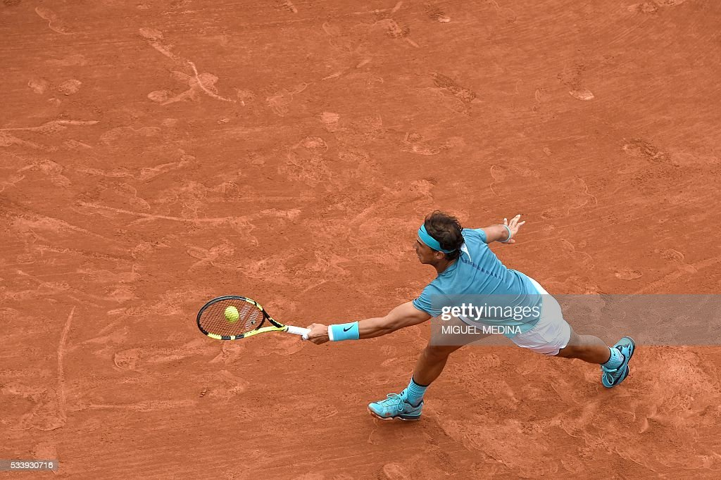 Spain's Rafael Nadal returns the ball to Australia's Samuel Groth during their men's first round match at the Roland Garros 2016 French Tennis Open in Paris on May 24, 2016. / AFP / MIGUEL