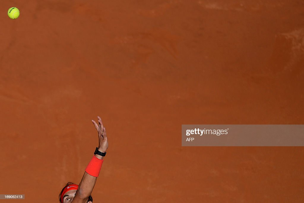 Spain's Rafael Nadal serves a ball to Switzerland's Roger Federer during the final of the ATP Rome Masters on May 19, 2013. AFP PHOTO / GABRIEL BOUYS