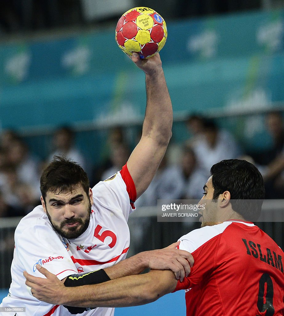 Spain's rightback Jorge Maqueda (L) vies with Egypt's centreback Islam Hassan (R) during the 23rd Men's Handball World Championships preliminary round Group D match Egypt vs Spain at the Caja Magica in Madrid on January 14, 2013.