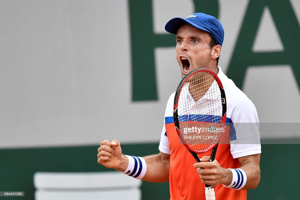 Spain's Roberto Bautista Agut celebrates after winning a point against France's Paul-Henri Mathieu during their men's second round match at the Roland Garros 2016 French Tennis Open in Paris on May 26, 2016. / AFP / PHILIPPE