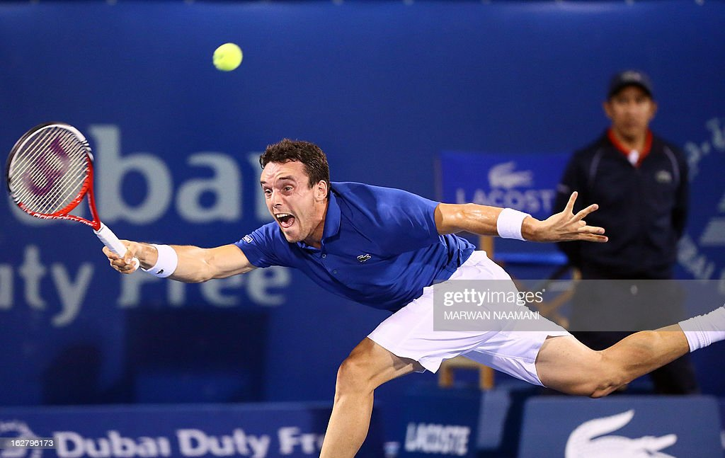 Spain's Roberto Bautista Agut hits a return to Serbia's Novak Djokovic during their ATP Dubai Open tennis match in the Gulf emirate on February 27, 2013. AFP PHOTO/MARWAN NAAMANI