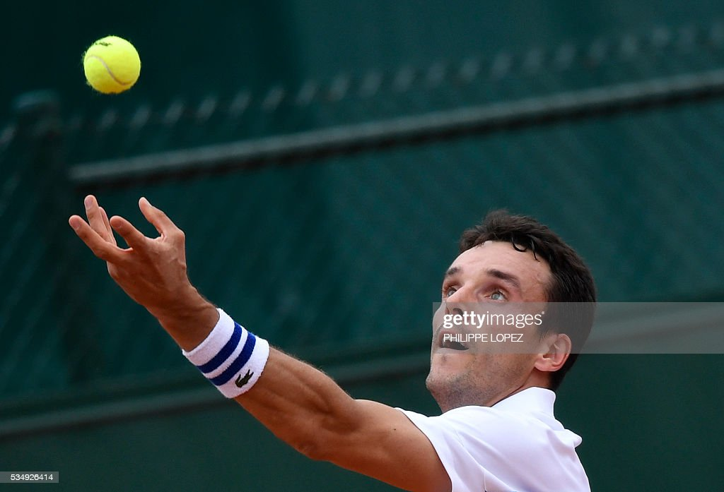 Spain's Roberto Bautista serves the ball to Croatia's Borna Coric during their men's third round match at the Roland Garros 2016 French Tennis Open in Paris on May 28, 2016. / AFP / PHILIPPE