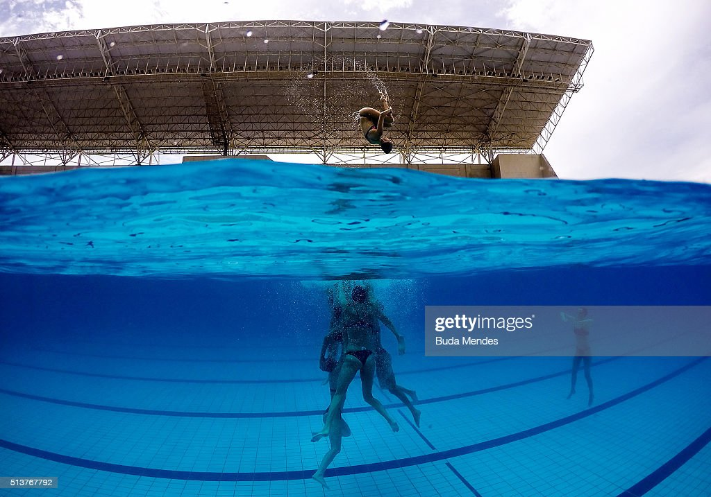 Spain's team dives into the pool during a training session of the FINA Olympic Games Synchronised Swimming Qualification Tournament - Aquece Rio Test Event for the Rio 2016 Olympics at Maria Lenk Aquatics Centre on March 4, 2016 in Rio de Janeiro, Brazil.