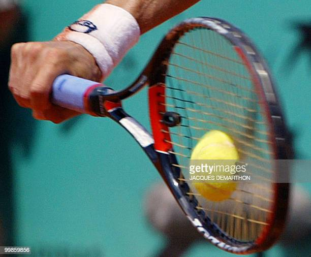 Spain's Tommy Robredo returns the ball to compatriot Albert Costa 04 June 2003 in Paris during their Roland Garros French Tennis Open quarterfinal...