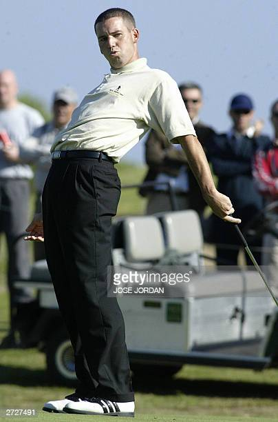 Spaniard Sergio Garcia adds body language to a putt during the second day of the Seve Trophy 2003 at the EL Saler golf club in Valencia 07 November...