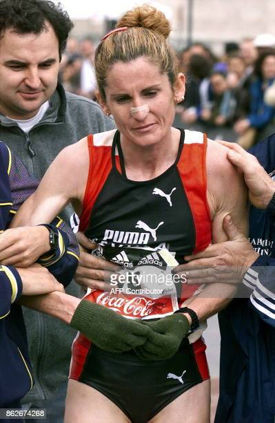 SpaniardArgentine runner Griselda Gonzalez is supported by some assistants after wining the XXIII marathon of Barcelona with a time of 2h3112' 19...