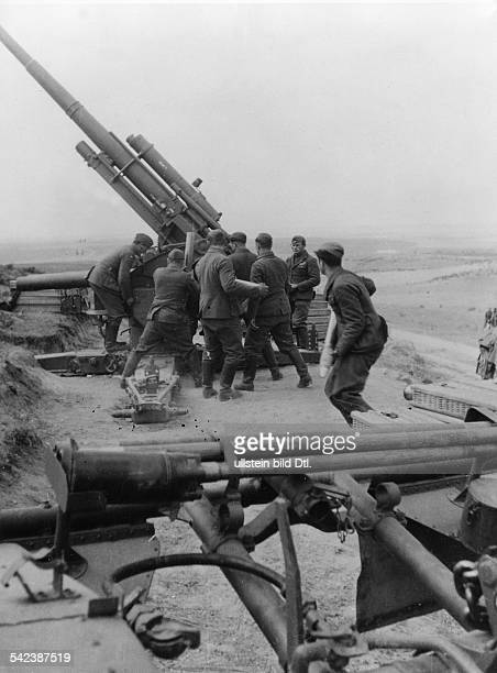 Spanien Buergerkrieg Legion Condor FlakArtillerie im Einsatz ohne weitere Angaben 1938/39 Erschienen in 'DAZ' Aufnahme PresseIllustrationen Heinrich...