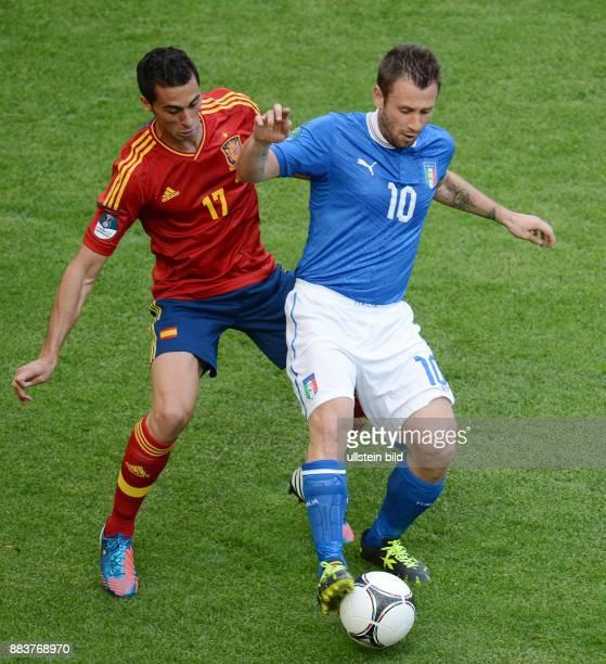 FUSSBALL EUROPAMEISTERSCHAFT Spanien Italien Alvaro Arbeloa gegen Antonio Cassano