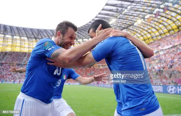 FUSSBALL EUROPAMEISTERSCHAFT Spanien Italien Antonio Cassano und Antonio Di Natale bejubeln den Treffer zum 01