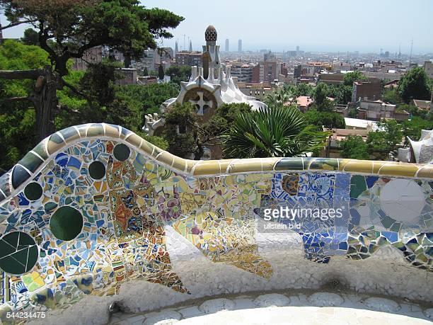 EU Spanien Katalonien Barcelona gewundene Bank im Parc Güell von Antoni Gaudi
