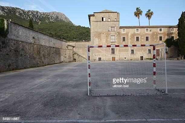 Spanien Mallorca Kloster Lluc auf Mallorca Klosteranlage mit Gymnasium Internat Museum Kirche und einer Herberge Renaissance Bau im Tramuanta Gebirge...