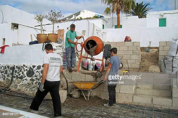 Spanische Bauarbeiter in Morro Jable auf Fuerteventura Süd