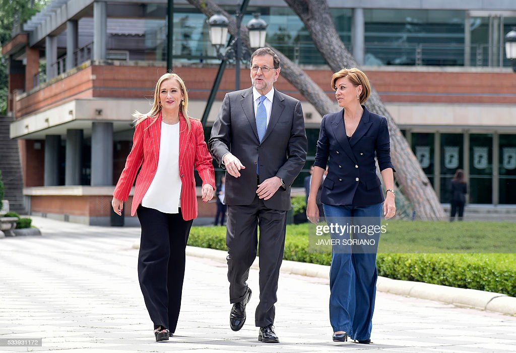 Spanish acting Prime Minister and Popular Party (PP) President Mariano Rajoy (C), General Secretary of the Popular Party Maria Dolores de Cospedal (R) and Community of Madrid President Cristina Cifuentes arrive to present the Spanish Congress candidates for the June 26 upcoming general election in Madrid on May 24, 2016. / AFP / JAVIER