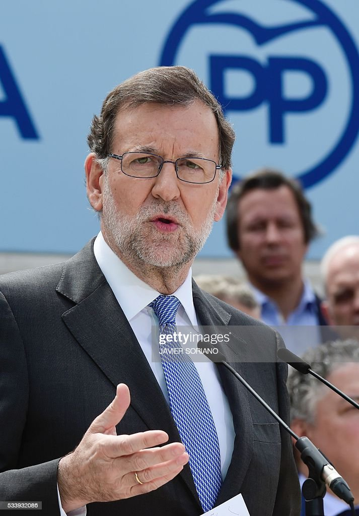 Spanish acting Prime Minister and Popular Party (PP) President Mariano Rajoy speaks during the presentation of the PP candidates to the Spanish Congress for the June 26 upcoming general election in Madrid on May 24, 2016. / AFP / JAVIER