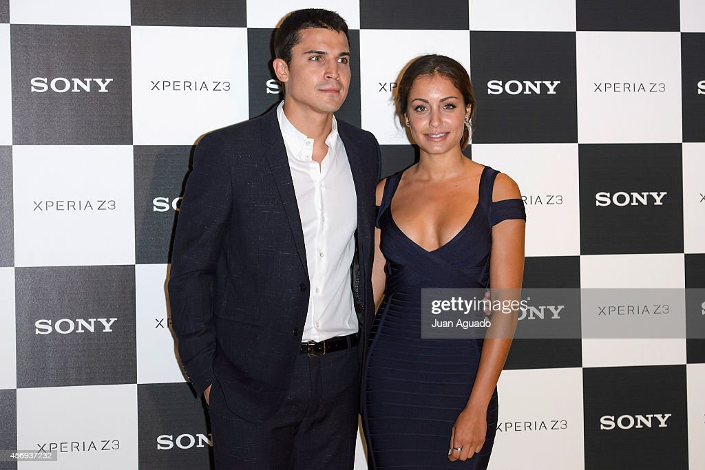 ¿Cuánto mide Hiba Abouk? - Altura - Real height Spanish-actor-alex-gonzalez-and-spanish-actress-hiba-abouk-present-picture-id456937232