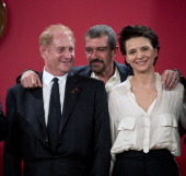 Spanish actor Antonio Banderas French actress Juliette Binoche and US producer Mike Medavoy pose at La Moneda presidential palace in Santiago on...
