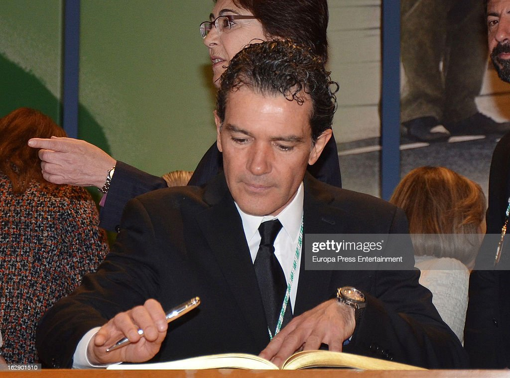 Spanish actor <a gi-track='captionPersonalityLinkClicked' href=/galleries/search?phrase=Antonio+Banderas&family=editorial&specificpeople=171176 ng-click='$event.stopPropagation()'>Antonio Banderas</a> receives the title of 'Favorite Son of Andalucia' at Maestranza Theatre on February 28, 2013 in Seville, Spain.
