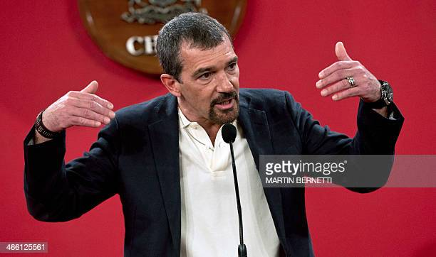 Spanish actor Antonio Banderas speaks at La Moneda presidential palace in Santiago on January 31 where the actors and crew of 'Los 33' film which...