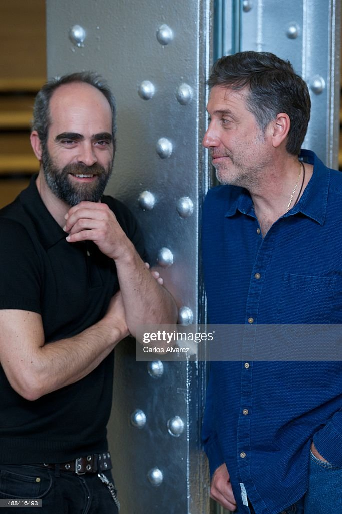 Spanish actor <a gi-track='captionPersonalityLinkClicked' href=/galleries/search?phrase=Luis+Tosar&family=editorial&specificpeople=3383932 ng-click='$event.stopPropagation()'>Luis Tosar</a> (L) and Spanish director <a gi-track='captionPersonalityLinkClicked' href=/galleries/search?phrase=Emilio+Aragon&family=editorial&specificpeople=3754665 ng-click='$event.stopPropagation()'>Emilio Aragon</a> (R) attend the 'A Night in Old Mexico' (Una Noche en el Viejo Mexico) photocall at the Telefonica Foundation on May 6, 2014 in Madrid, Spain