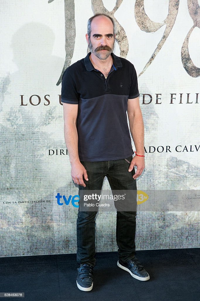 Spanish actor <a gi-track='captionPersonalityLinkClicked' href=/galleries/search?phrase=Luis+Tosar&family=editorial&specificpeople=3383932 ng-click='$event.stopPropagation()'>Luis Tosar</a> attends the '1898 Los Ultimos De Filipinas' photocall at the Room Mate Hotel on May 05, 2016 in Madrid, Spain.