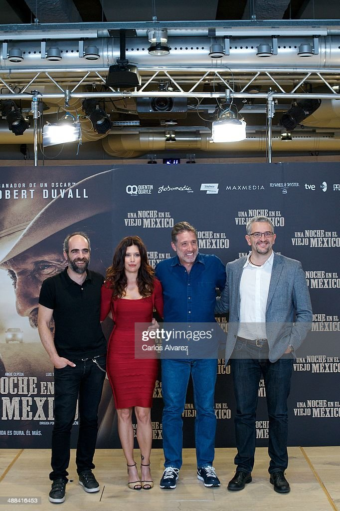 Spanish actor <a gi-track='captionPersonalityLinkClicked' href=/galleries/search?phrase=Luis+Tosar&family=editorial&specificpeople=3383932 ng-click='$event.stopPropagation()'>Luis Tosar</a>, Colombian actress <a gi-track='captionPersonalityLinkClicked' href=/galleries/search?phrase=Angie+Cepeda&family=editorial&specificpeople=714711 ng-click='$event.stopPropagation()'>Angie Cepeda</a>, Spanish director <a gi-track='captionPersonalityLinkClicked' href=/galleries/search?phrase=Emilio+Aragon&family=editorial&specificpeople=3754665 ng-click='$event.stopPropagation()'>Emilio Aragon</a> and Spanish producer Gabriel Salgado attend the 'A Night in Old Mexico' (Una Noche en el Viejo Mexico) photocall at the Telefonica Foundation on May 6, 2014 in Madrid, Spain