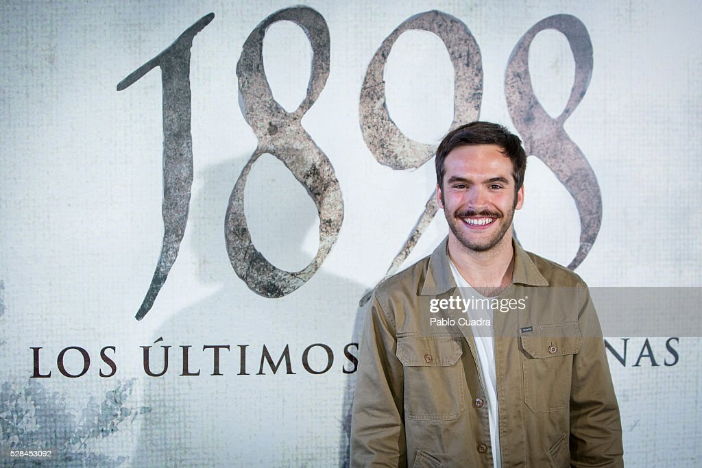 Spanish actor Ricardo Gomez attends the '1898 Los Ultimos De Filipinas' photocall at the Room Mate Hotel on May 05, 2016 in Madrid, Spain.