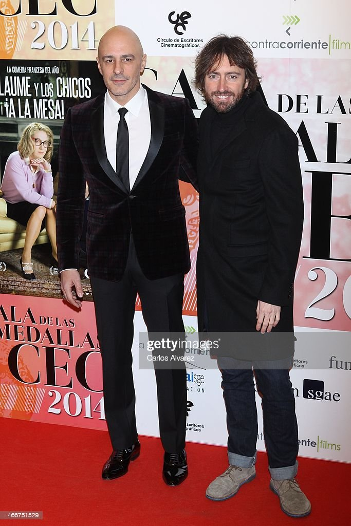 Spanish actor Roberto Alamo (L) and Spanish director <a gi-track='captionPersonalityLinkClicked' href=/galleries/search?phrase=Daniel+Sanchez+Arevalo&family=editorial&specificpeople=4155128 ng-click='$event.stopPropagation()'>Daniel Sanchez Arevalo</a> attend the 'CEC' medals 2014 at the Palafox cinema on February 3, 2014 in Madrid, Spain.