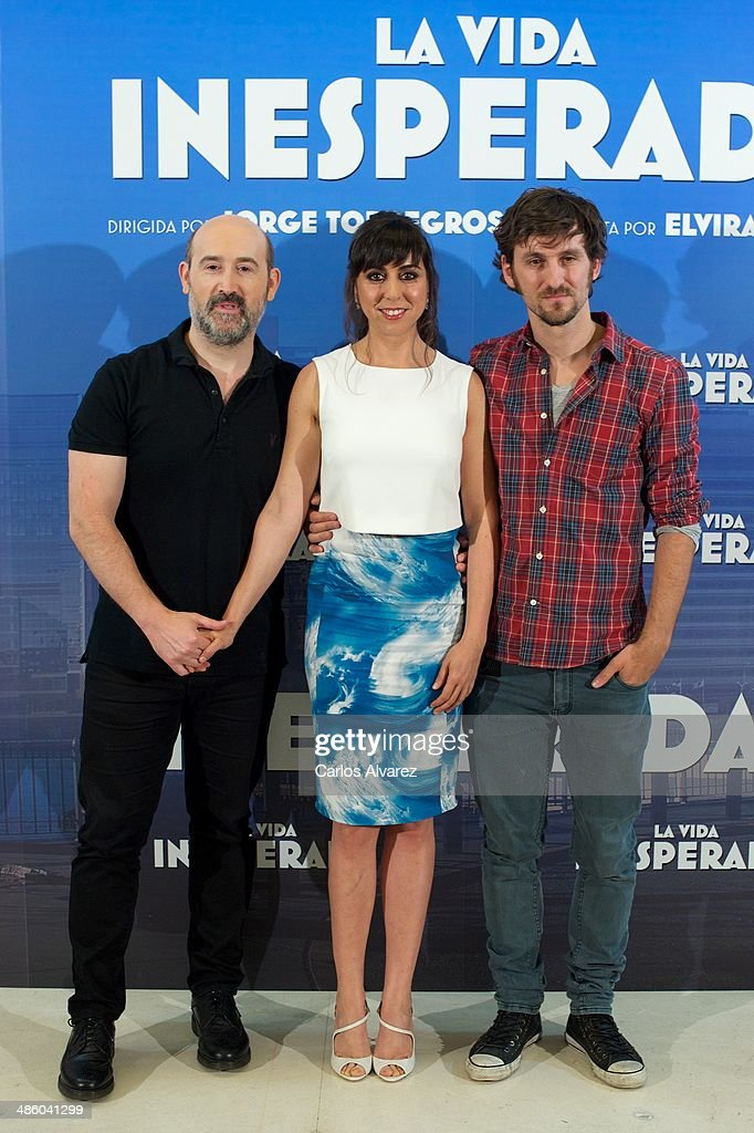 Spanish actors (L-R) <a gi-track='captionPersonalityLinkClicked' href=/galleries/search?phrase=Javier+Camara&family=editorial&specificpeople=226631 ng-click='$event.stopPropagation()'>Javier Camara</a>, Carmen Ruiz and Raul Arevalo attend the 'La Vida Inesperada' photocall at the Hesperia Hotel on April 22, 2014 in Madrid, Spain.