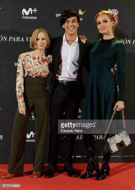 Spanish actors Laia Manzanares Oscar Casas and Cristina Castano attend the 'Una razon para vivir' premiere on November 9 2017 in Madrid Spain