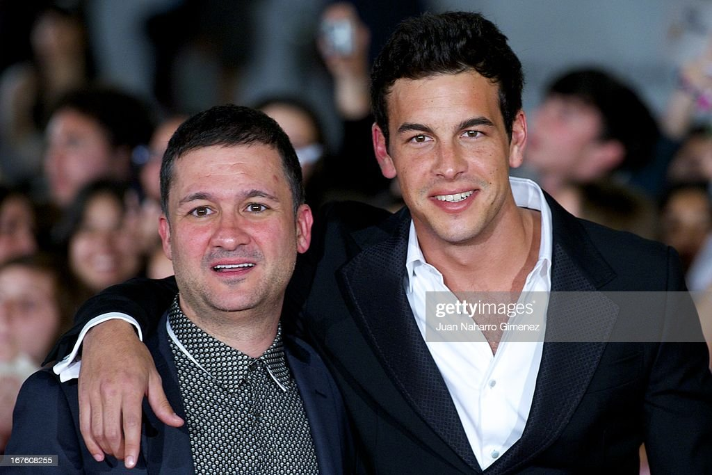 Spanish actors Secun de la Rosa (L) and <a gi-track='captionPersonalityLinkClicked' href=/galleries/search?phrase=Mario+Casas&family=editorial&specificpeople=4617963 ng-click='$event.stopPropagation()'>Mario Casas</a> (R) attends 'Gala Premio Retrospectiva-Malaga Hoy' during 16 Malaga Film Festival at Teatro Cervantes on April 26, 2013 in Malaga, Spain.