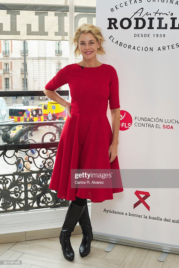 Belen Rueda Presents 'Rodilla Conversa Borra El Sida' in Madrid