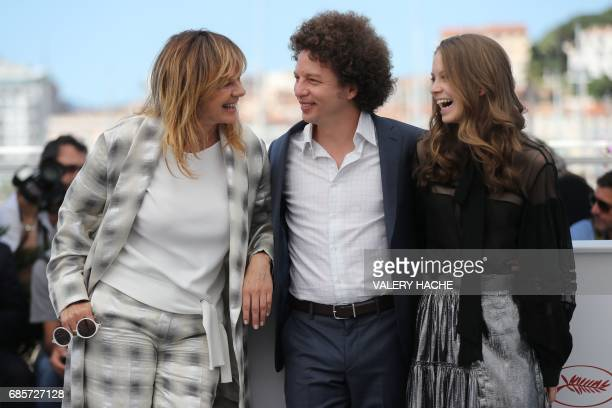 Spanish actress Emma Suarez Mexican director Michel Franco and Mexican actress Ana Valeria Becerril pose on May 20 2017 during a photocall for the...