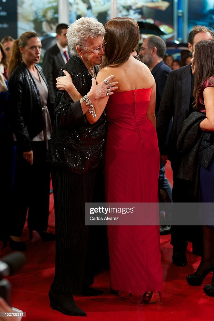 Spanish actress <a gi-track='captionPersonalityLinkClicked' href=/galleries/search?phrase=Penelope+Cruz&family=editorial&specificpeople=171775 ng-click='$event.stopPropagation()'>Penelope Cruz</a> (R) and her mother in law <a gi-track='captionPersonalityLinkClicked' href=/galleries/search?phrase=Pilar+Bardem&family=editorial&specificpeople=605765 ng-click='$event.stopPropagation()'>Pilar Bardem</a> (L) attend the 'Venuto al Mondo' (Volver A Nacer) premiere at the Kursaal Palace during the 60th San Sebastian International Film Festival on September 25, 2012 in San Sebastian, Spain.