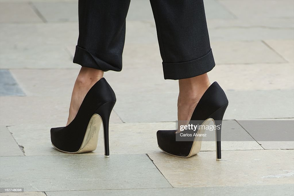Spanish actress Penelope Cruz (shoe detail) arrives at the Maria Cristina Hotel during 60th San Sebastian International Film Festival on September 25, 2012 in San Sebastian, Spain.