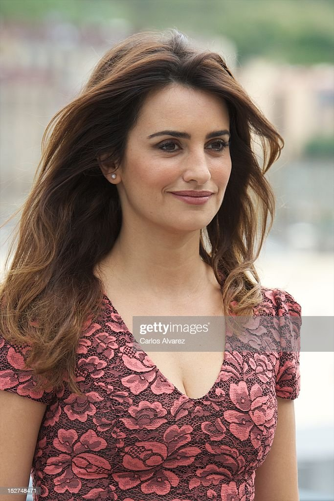 Spanish actress <a gi-track='captionPersonalityLinkClicked' href=/galleries/search?phrase=Penelope+Cruz&family=editorial&specificpeople=171775 ng-click='$event.stopPropagation()'>Penelope Cruz</a> attends the 'Venuto al Mondo' (Volver A Nacer) photocall at the Kursaal Palace during the 60th San Sebastian International Film Festival on September 25, 2012 in San Sebastian, Spain.
