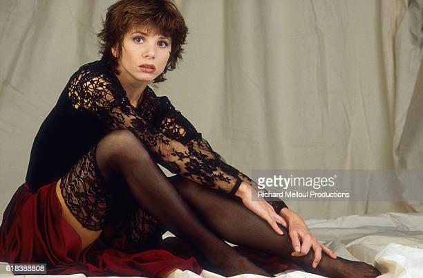 Spanish actress Victoria Abril poses in Paris in 1992