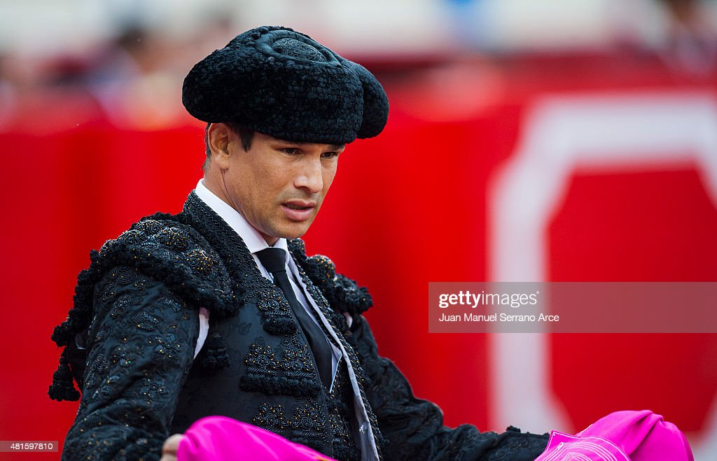 Spanish bullfighter Jose Maria Manzanares performs during a bullfighting as part of the Feria Santiago in a bullfight on July 22, 2015 in Santander, Spain.