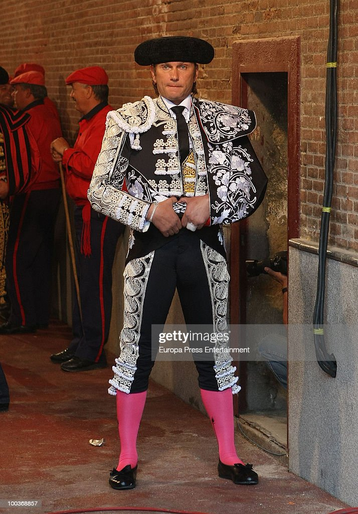 Spanish bullfighter Julio Aparicio before beeing badly injured by a bull to his throat at San Isidro Fair on May 21, 2010 in Madrid, Spain.